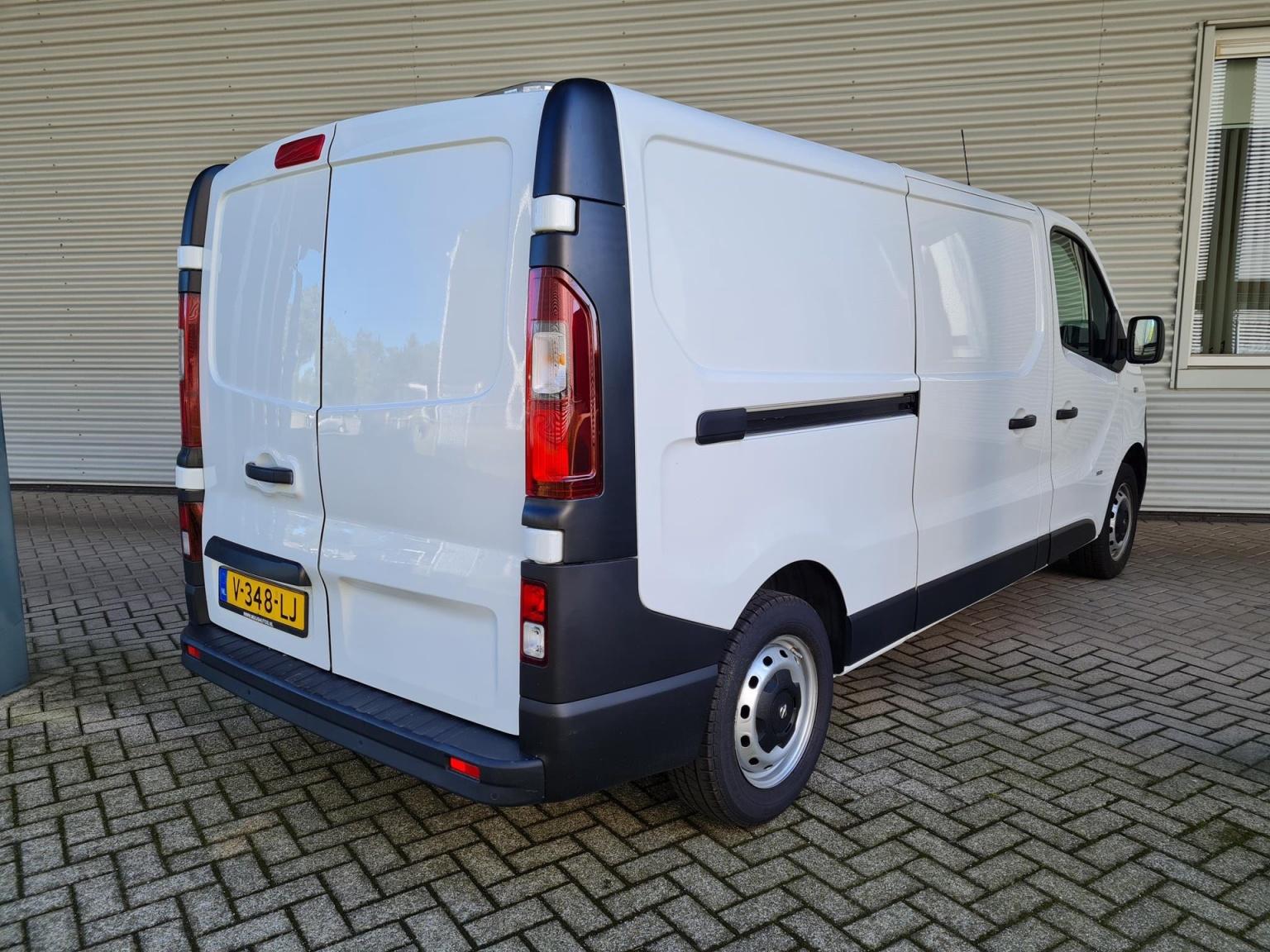 Opel-Vivaro-4