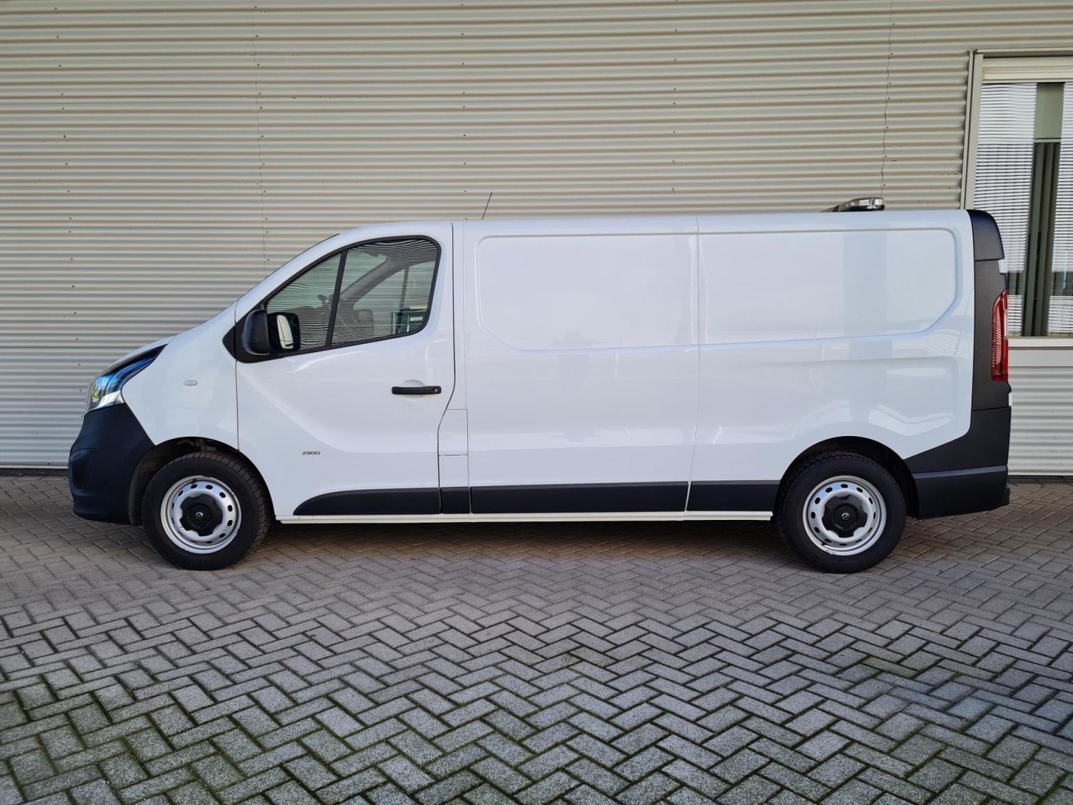 Opel-Vivaro-16